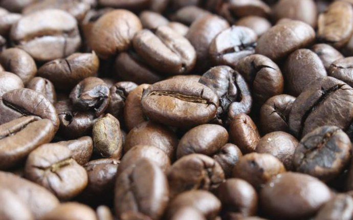 does coffee beans have caffeine in them